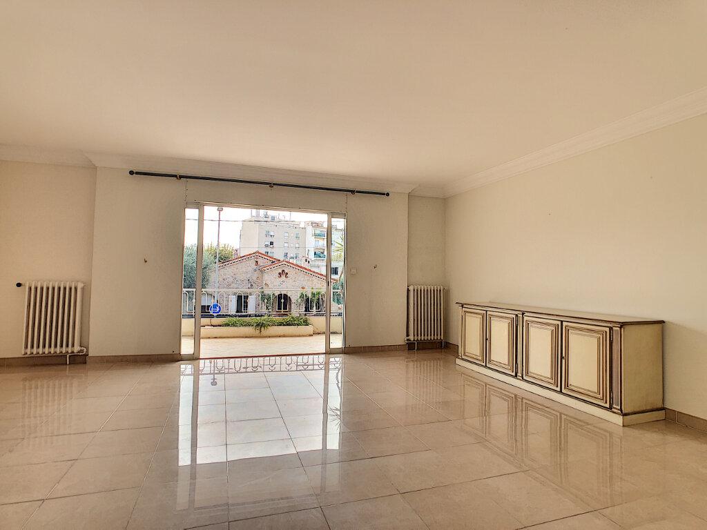 Appartement à vendre 4 107.73m2 à Antibes vignette-3