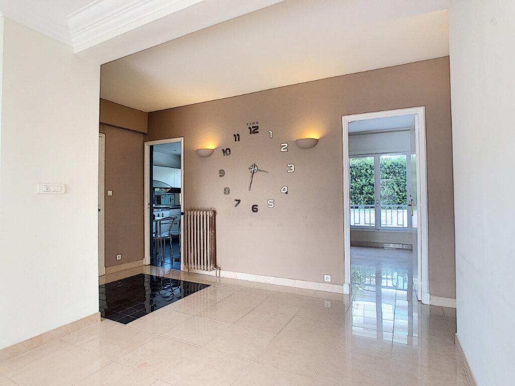 Appartement à vendre 4 107.73m2 à Antibes vignette-5