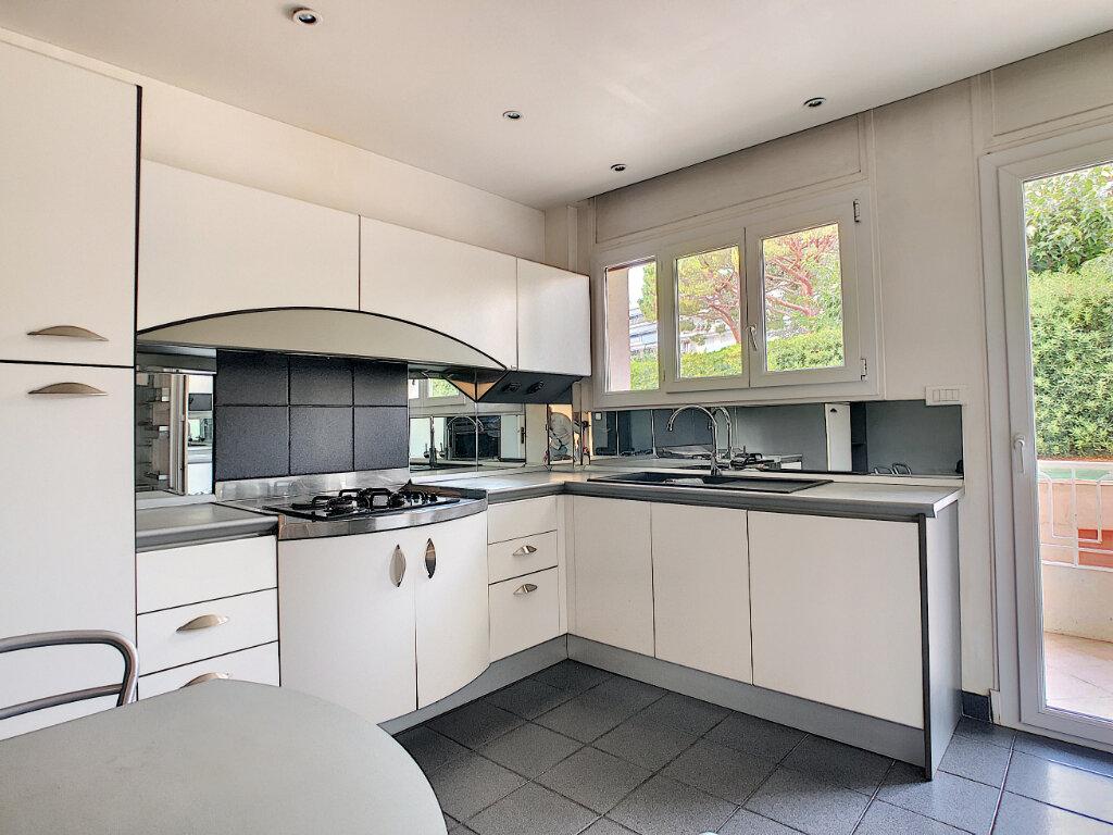 Appartement à vendre 4 107.73m2 à Antibes vignette-6