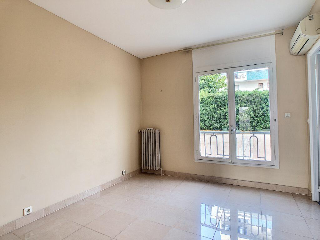 Appartement à vendre 4 107.73m2 à Antibes vignette-8