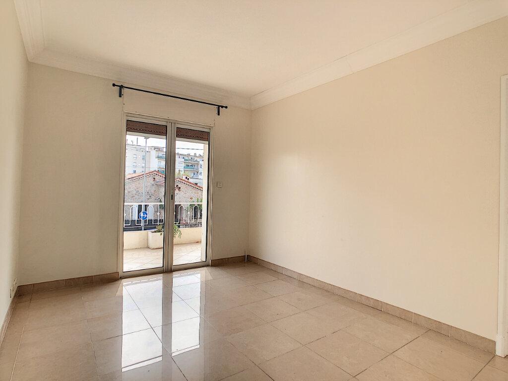 Appartement à vendre 4 107.73m2 à Antibes vignette-11