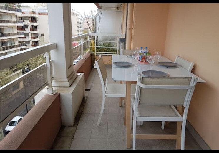 Appartement à vendre 2 34m2 à Juan-les-Pins - Antibes vignette-1