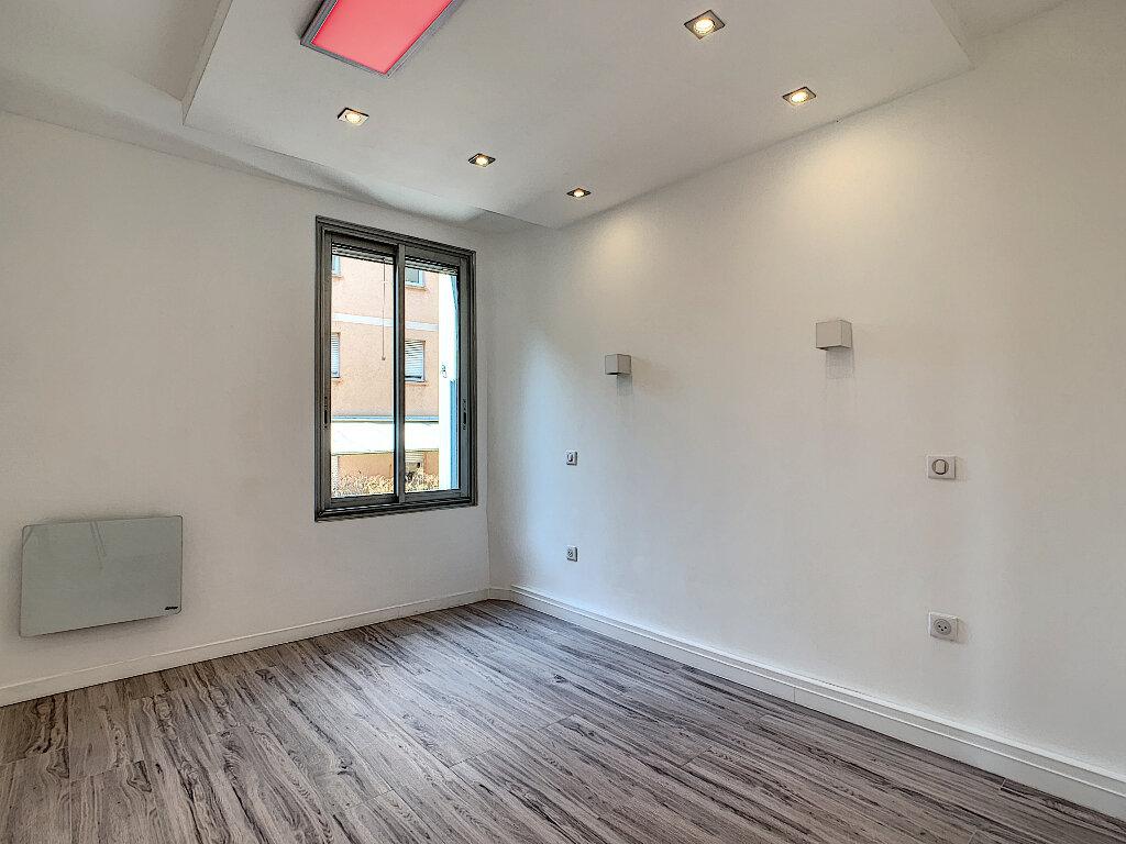Appartement à vendre 4 78.24m2 à Cannes vignette-5