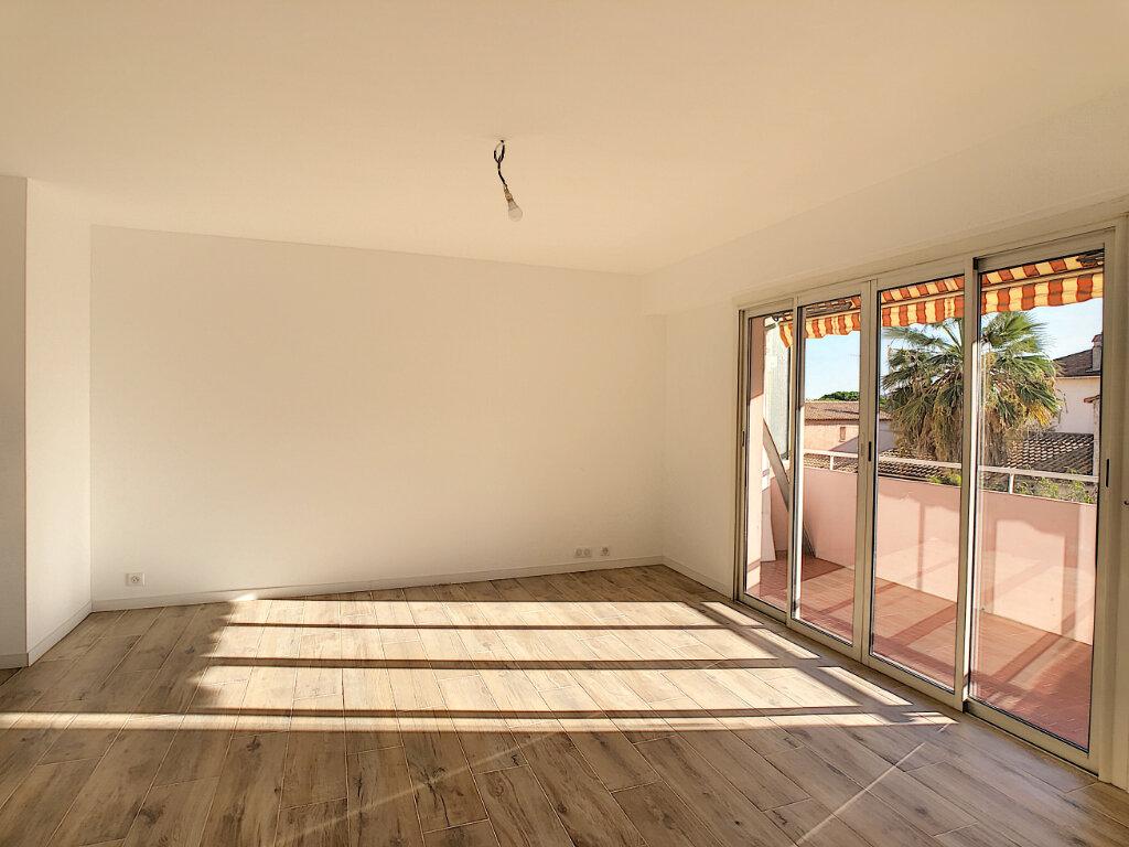 Appartement à vendre 4 70.48m2 à Golfe Juan - Vallauris vignette-2