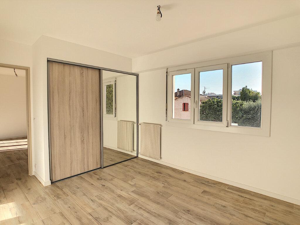 Appartement à vendre 4 70.48m2 à Golfe Juan - Vallauris vignette-4