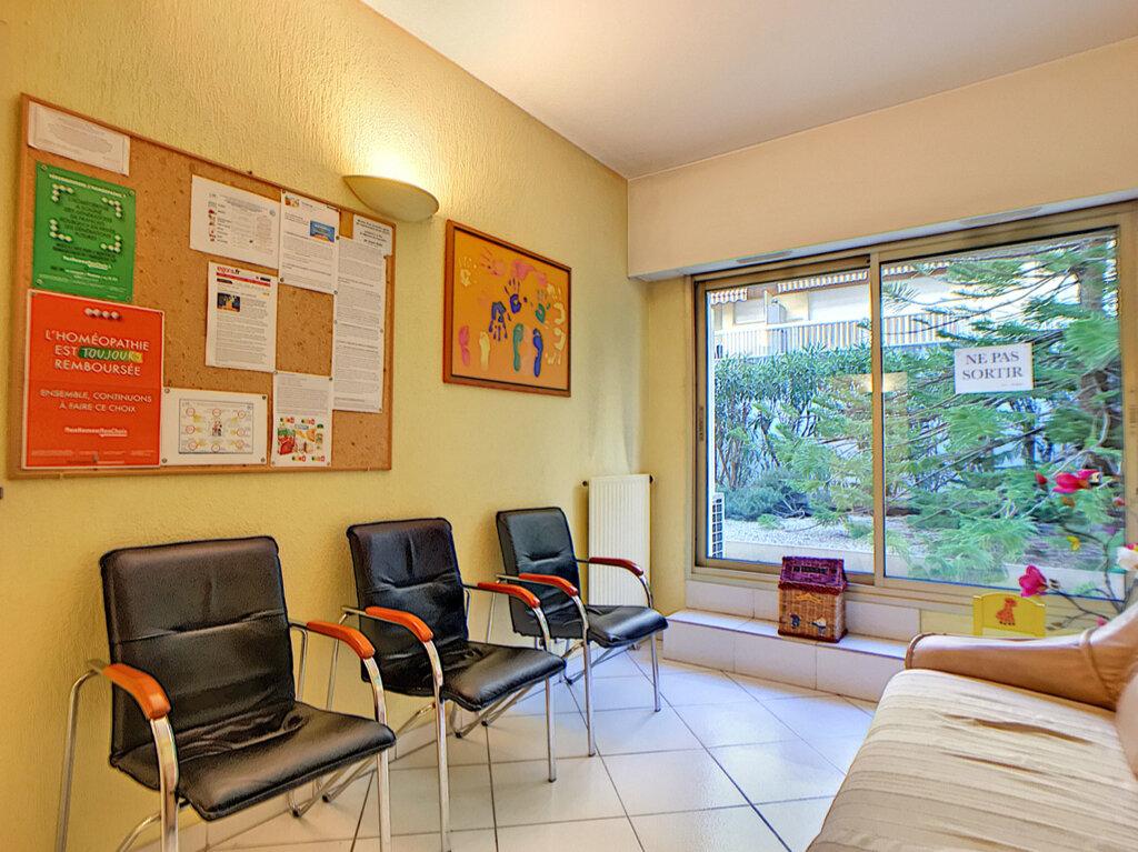Appartement à vendre 3 23.87m2 à Antibes vignette-3