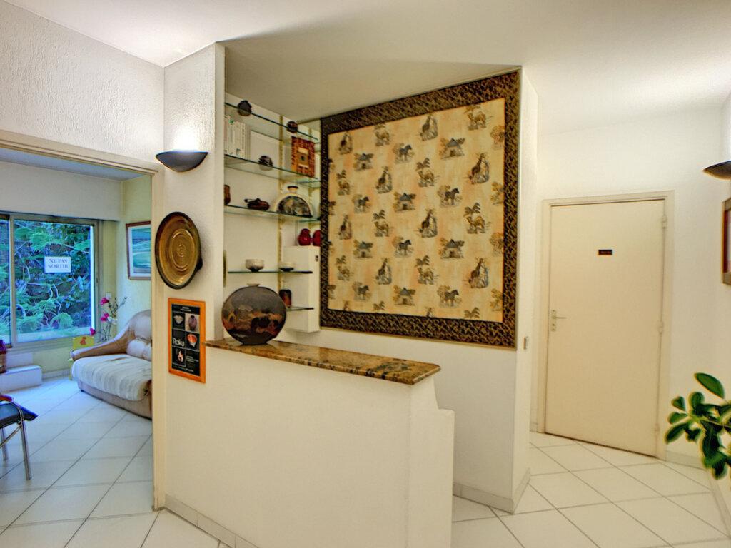 Appartement à vendre 3 23.87m2 à Antibes vignette-8