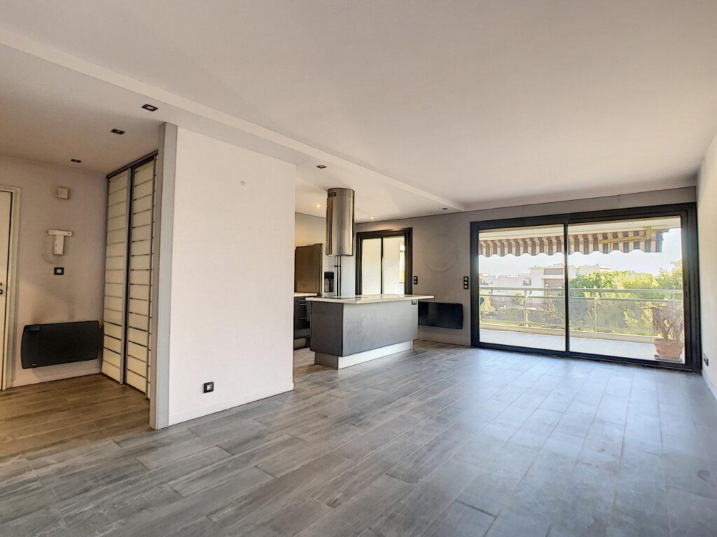 Appartement à vendre 3 73.35m2 à Antibes vignette-1