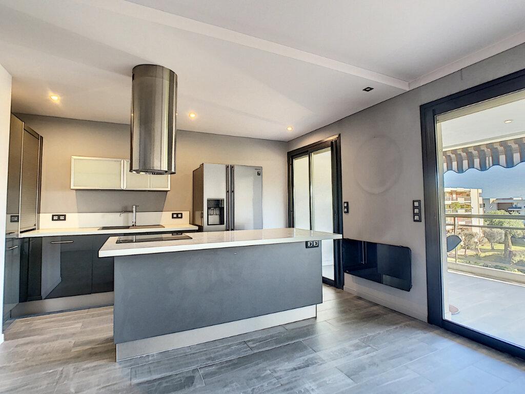 Appartement à vendre 3 73.35m2 à Antibes vignette-3
