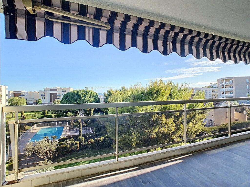 Appartement à vendre 3 73.35m2 à Antibes vignette-4