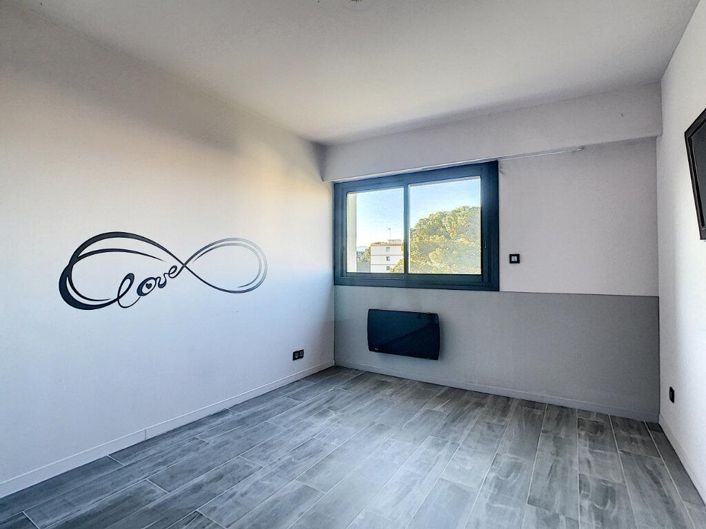 Appartement à vendre 3 73.35m2 à Antibes vignette-8
