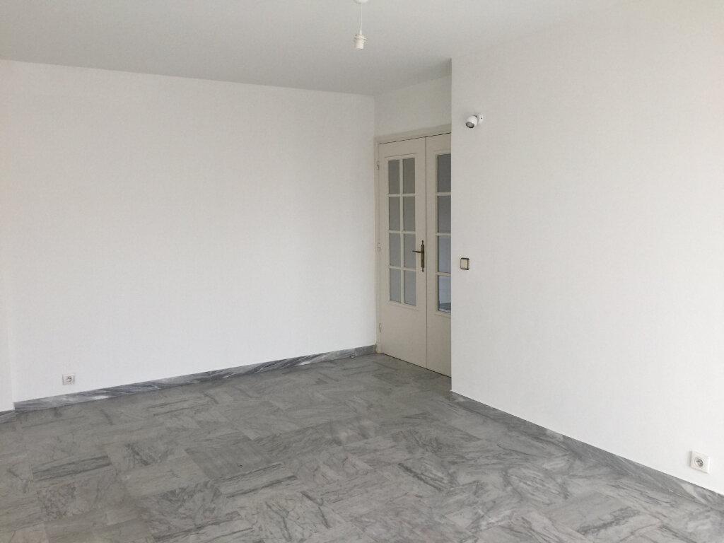 Appartement à louer 3 60.19m2 à Cagnes-sur-Mer vignette-3