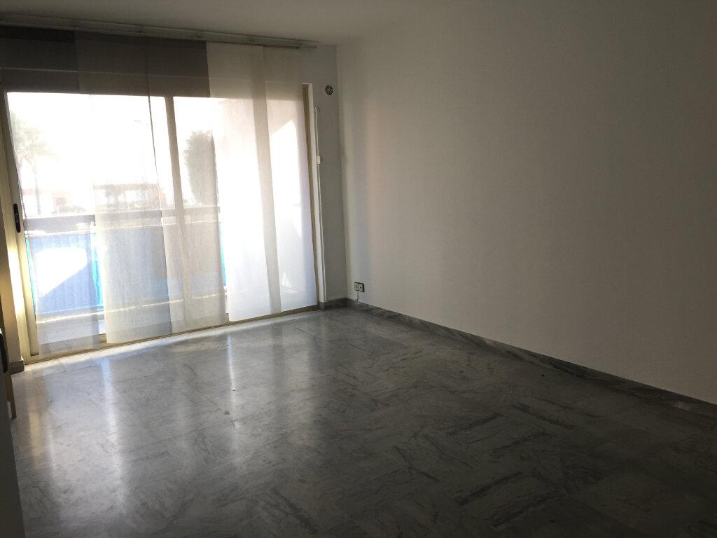 Appartement à louer 3 60.19m2 à Cagnes-sur-Mer vignette-4