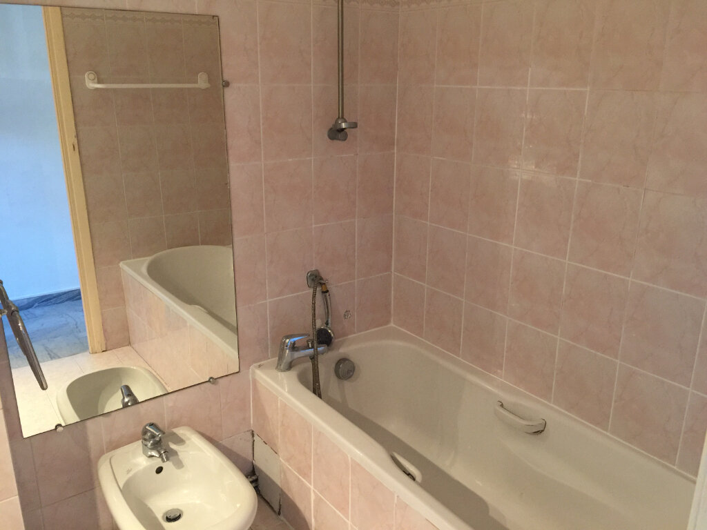 Appartement à louer 3 60.19m2 à Cagnes-sur-Mer vignette-7