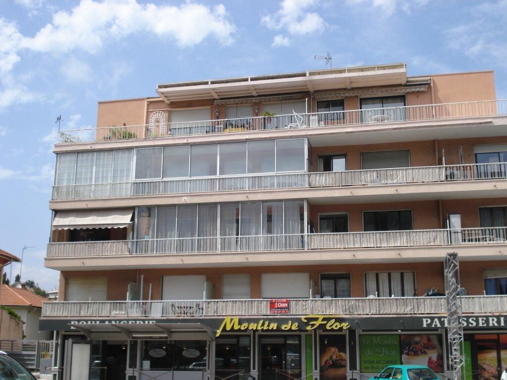 Appartement à louer 1 29m2 à Cagnes-sur-Mer vignette-1