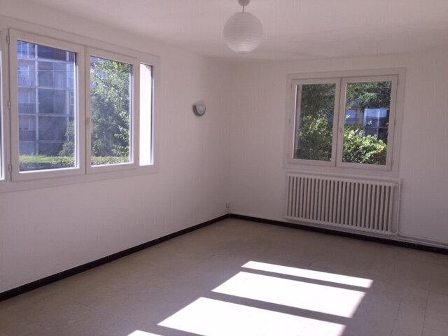 Appartement à louer 3 56.82m2 à Cagnes-sur-Mer vignette-2