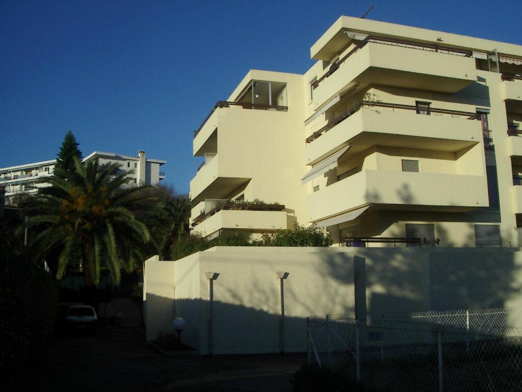 Appartement à louer 1 25.43m2 à Cagnes-sur-Mer vignette-1