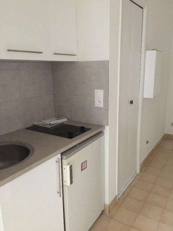 Appartement à louer 1 20.98m2 à Antibes vignette-2