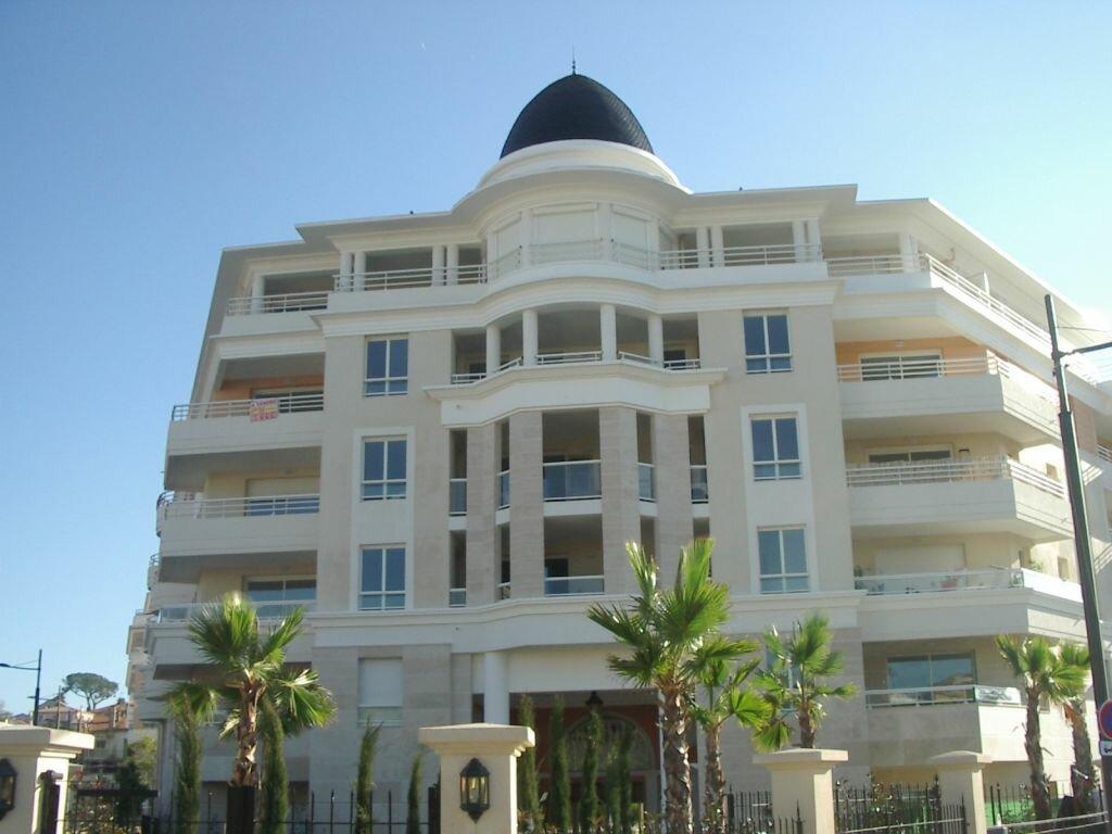 Appartement à louer 3 51.46m2 à Cagnes-sur-Mer vignette-2