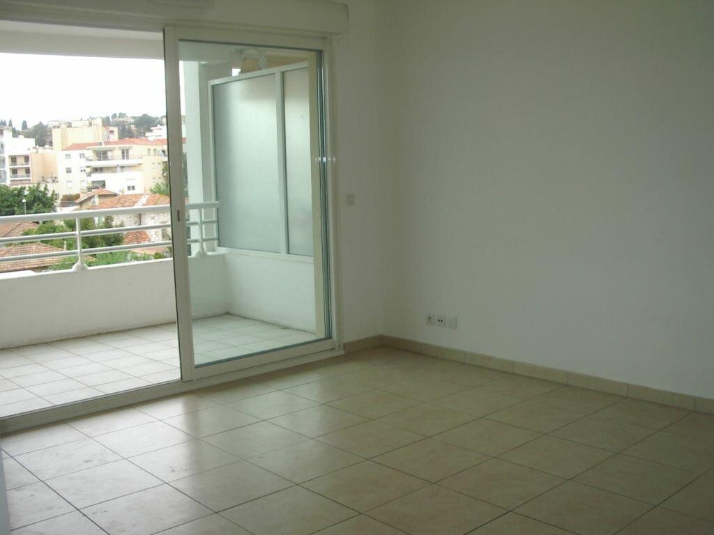 Appartement à louer 3 51.46m2 à Cagnes-sur-Mer vignette-3
