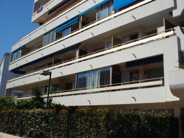 Appartement à louer 1 26.95m2 à Cagnes-sur-Mer vignette-1