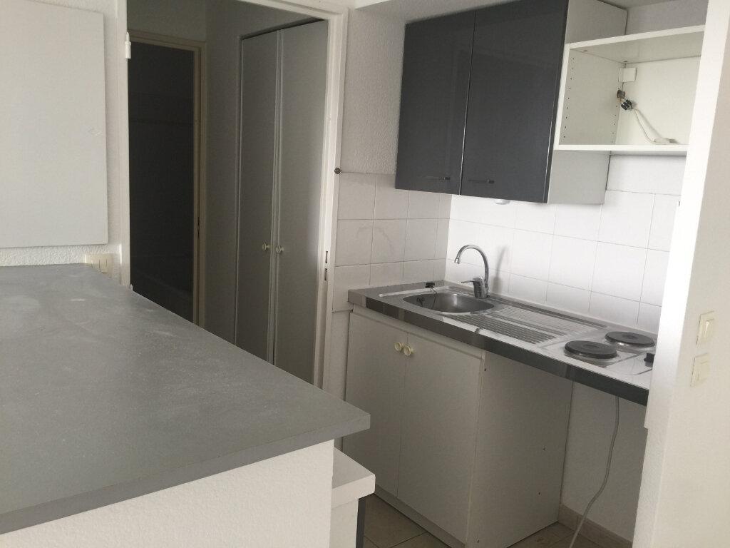 Appartement à louer 2 34m2 à Saint-Laurent-du-Var vignette-2