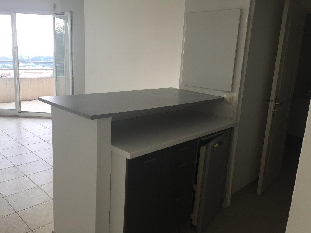 Appartement à louer 2 34m2 à Saint-Laurent-du-Var vignette-3