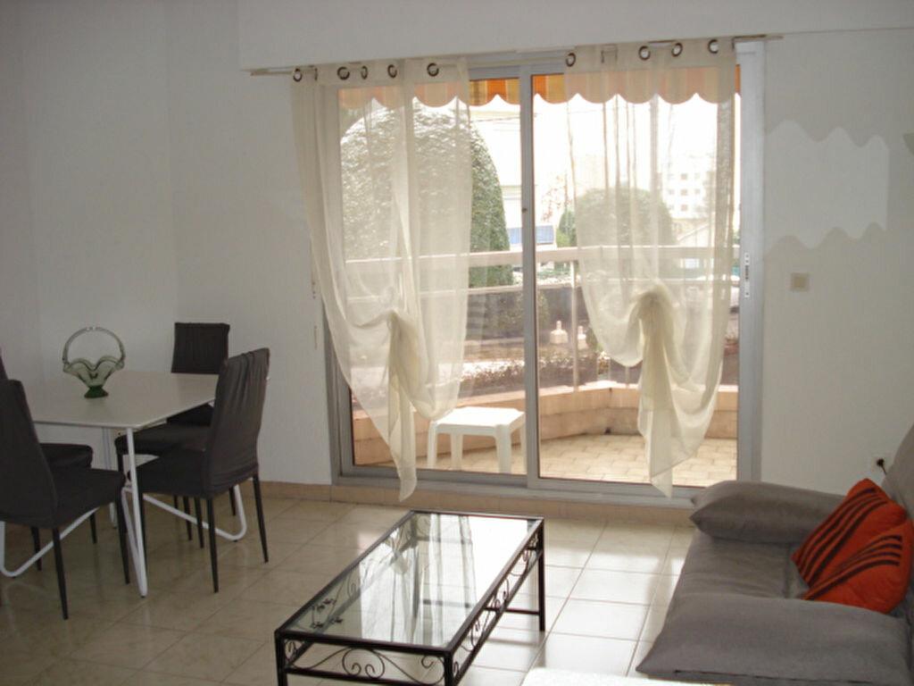 Appartement à louer 1 31.37m2 à Saint-Laurent-du-Var vignette-2