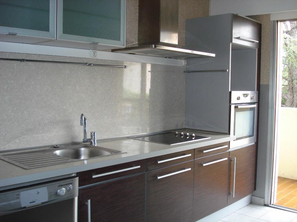 Appartement à louer 3 67.1m2 à Nice vignette-4