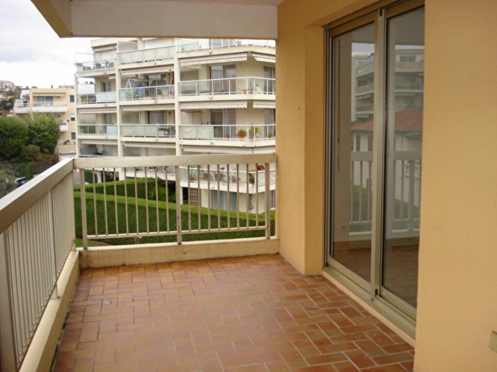 Appartement à louer 2 38.85m2 à Saint-Laurent-du-Var vignette-2