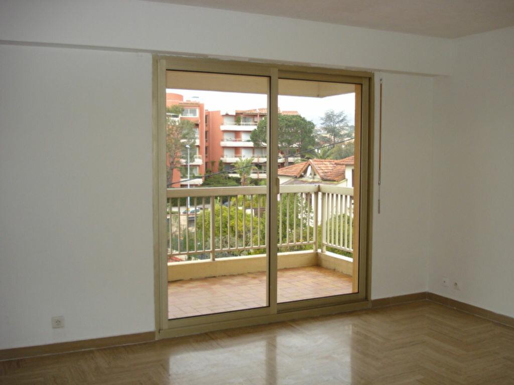 Appartement à louer 2 38.85m2 à Saint-Laurent-du-Var vignette-5