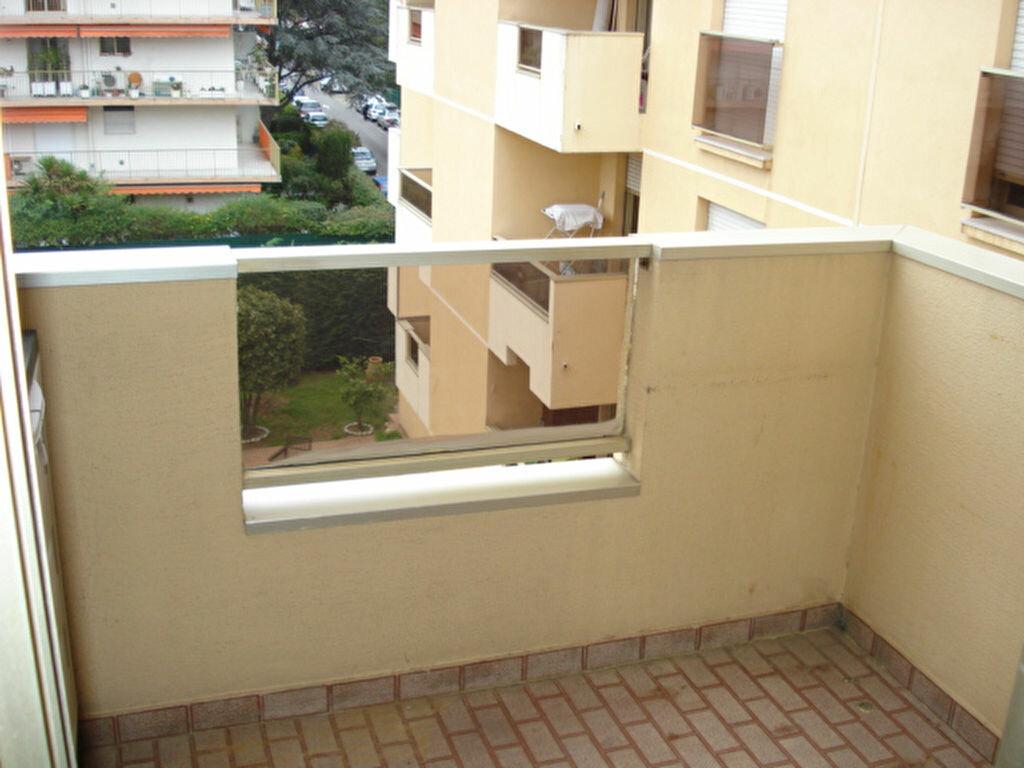 Appartement à louer 1 16.6m2 à Saint-Laurent-du-Var vignette-2
