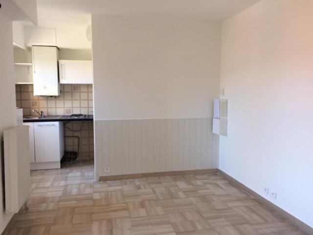 Appartement à louer 1 16.6m2 à Saint-Laurent-du-Var vignette-3