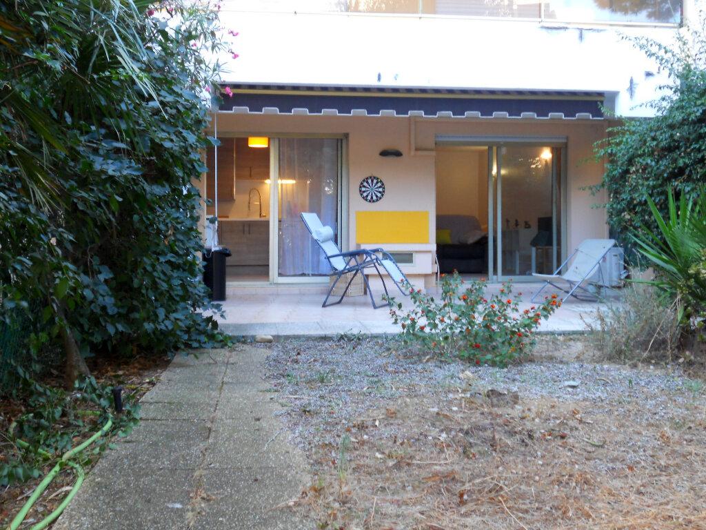 Appartement à vendre 1 36m2 à Saint-Laurent-du-Var vignette-1