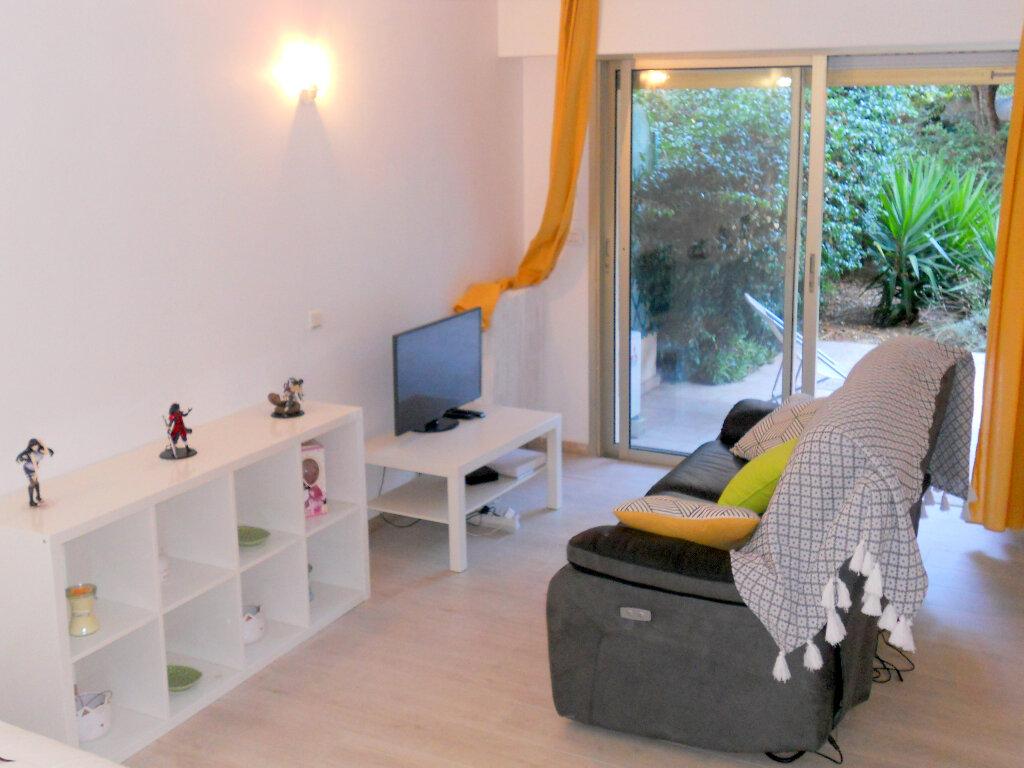 Appartement à vendre 1 36m2 à Saint-Laurent-du-Var vignette-3