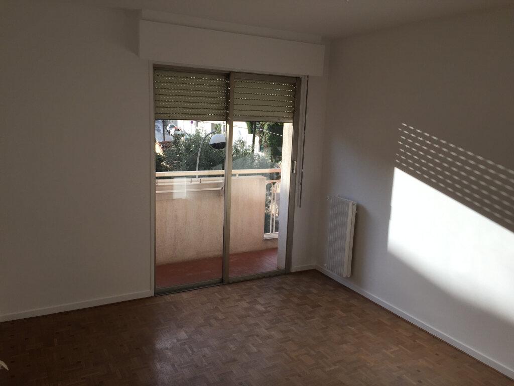 Appartement à louer 3 70.02m2 à Nice vignette-4