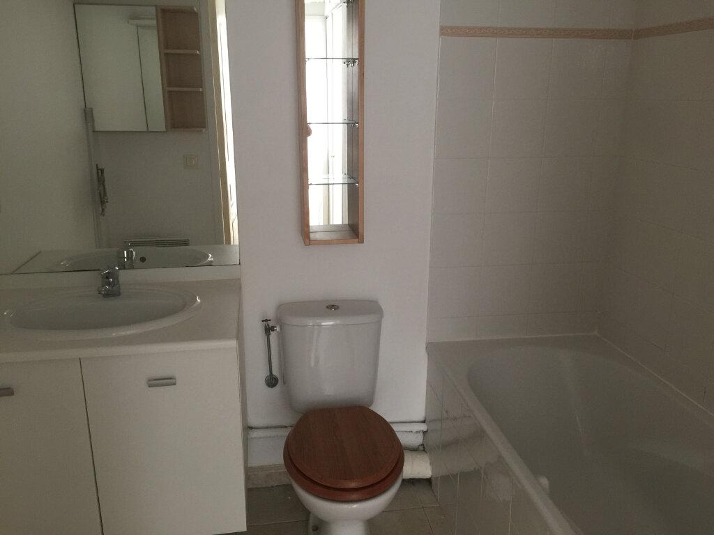 Appartement à louer 2 33.51m2 à Saint-Laurent-du-Var vignette-6