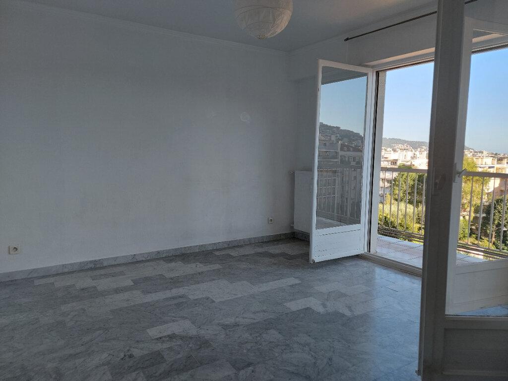 Appartement à louer 1 28m2 à Nice vignette-2