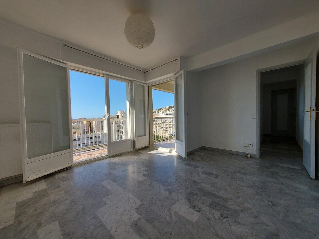 Appartement à louer 1 28m2 à Nice vignette-4