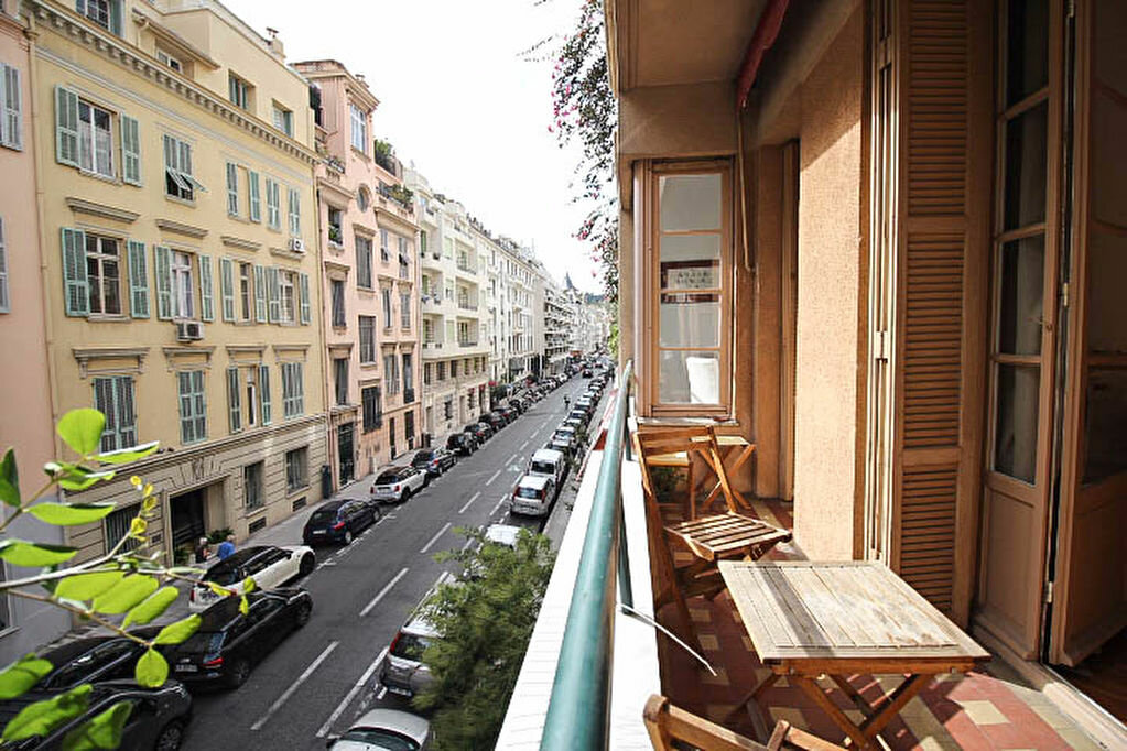 Appartement à louer 3 82m2 à Nice vignette-6