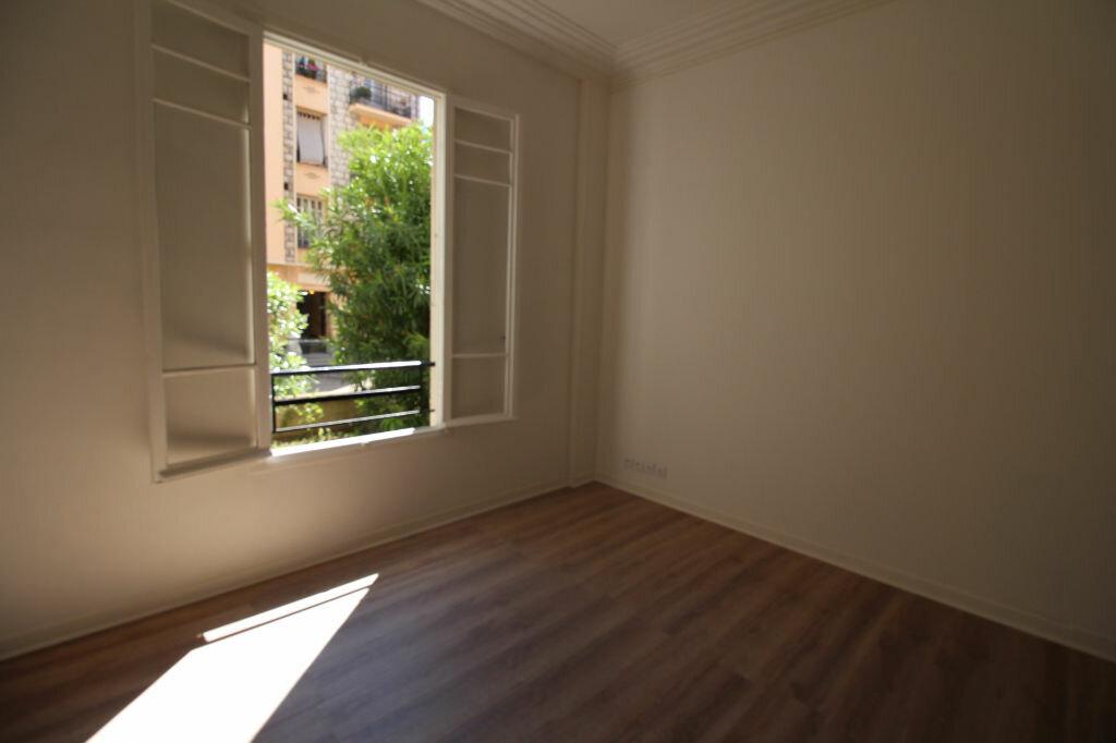 Appartement à louer 1 37m2 à Nice vignette-2