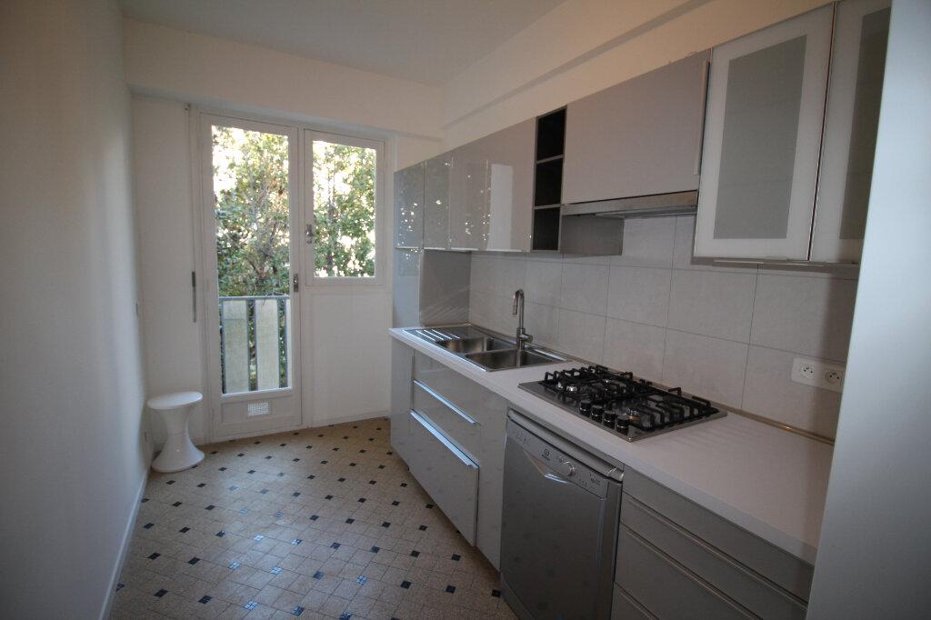 Appartement à louer 3 73m2 à Nice vignette-9