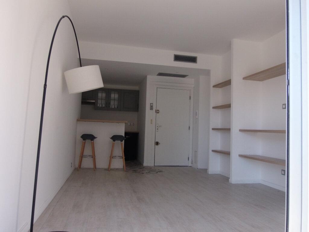 Appartement à louer 1 26.36m2 à Nice vignette-3
