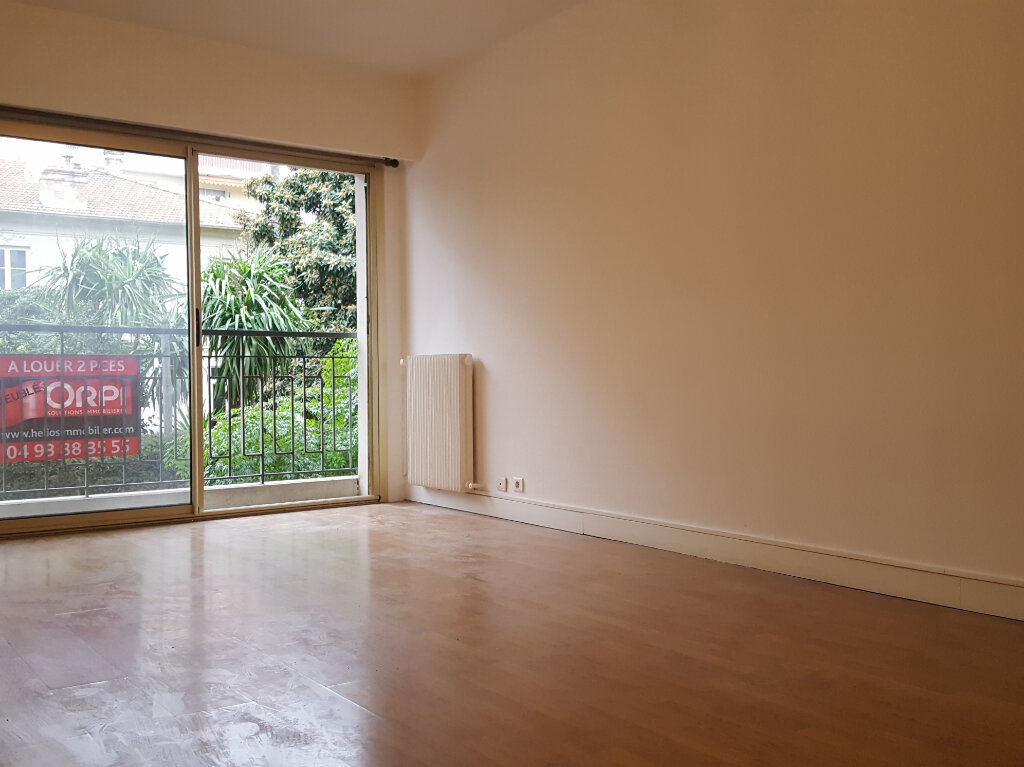 Appartement à louer 1 32.7m2 à Nice vignette-1