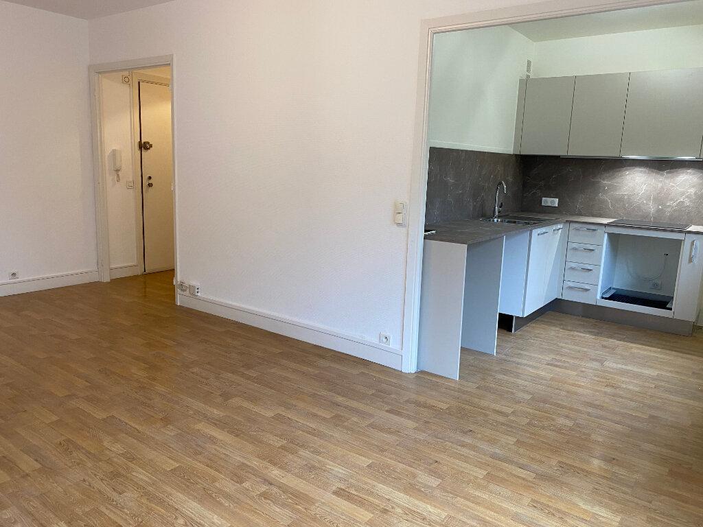 Appartement à louer 1 32.7m2 à Nice vignette-2