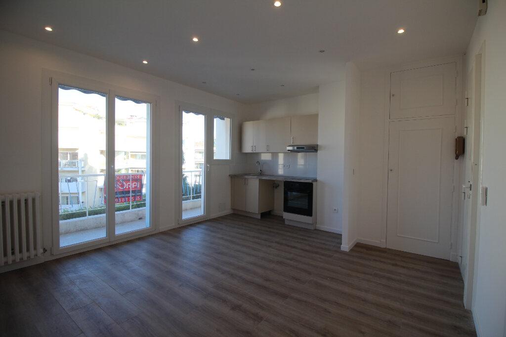 Appartement à louer 2 37m2 à Nice vignette-3
