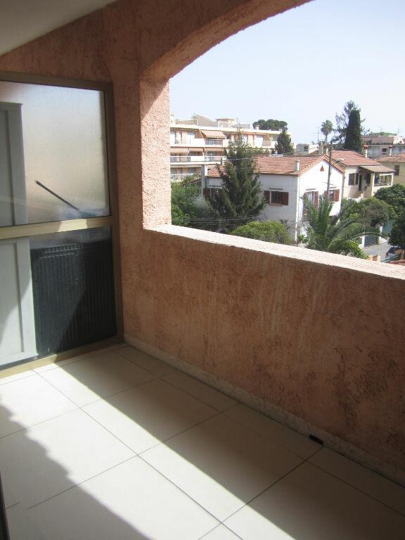 Appartement à louer 1 27m2 à Cagnes-sur-Mer vignette-3
