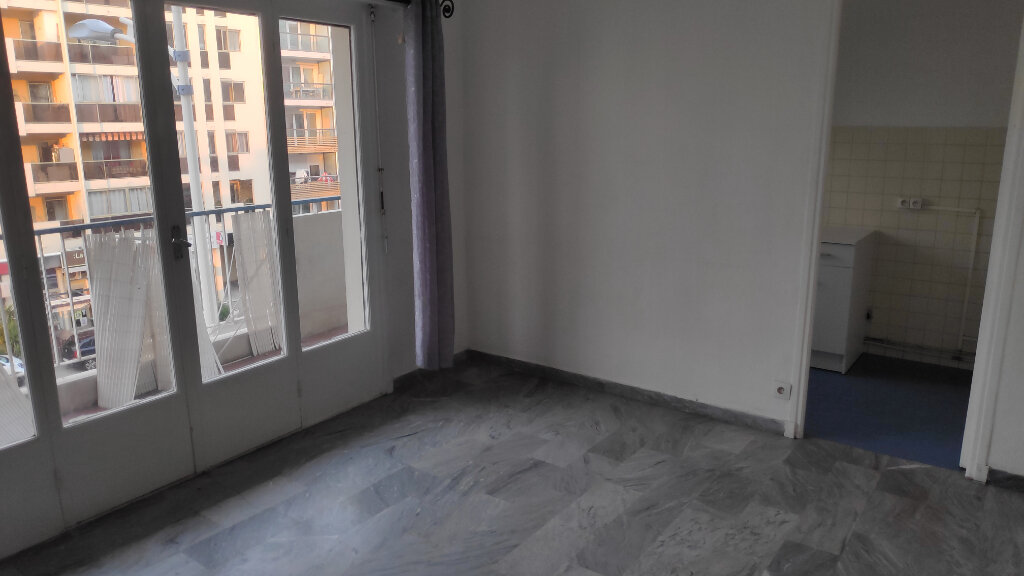 Appartement à louer 1 25m2 à Cagnes-sur-Mer vignette-1