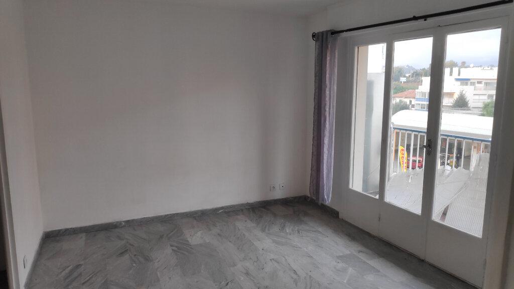 Appartement à louer 1 25m2 à Cagnes-sur-Mer vignette-3