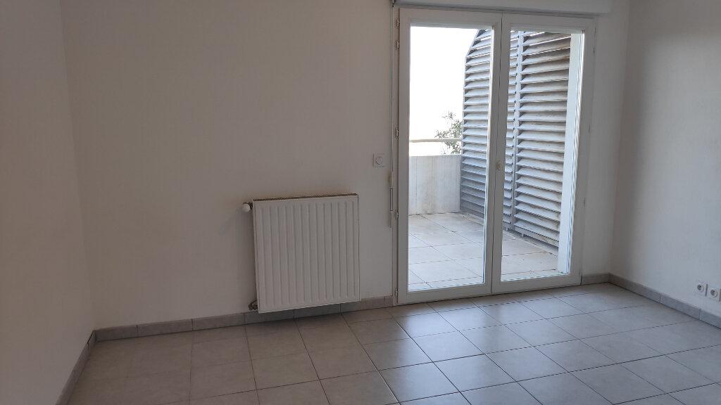 Appartement à louer 2 32m2 à Nice vignette-3